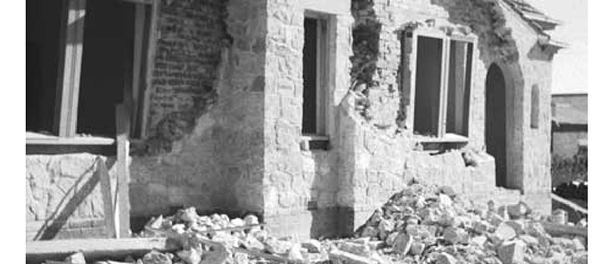Image: Earthquake damaged house