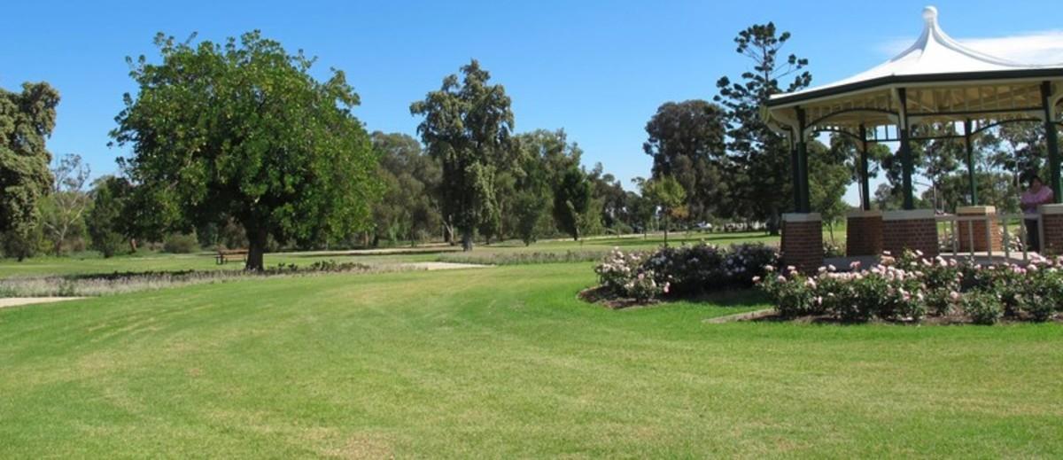 Image: Rotunda in park