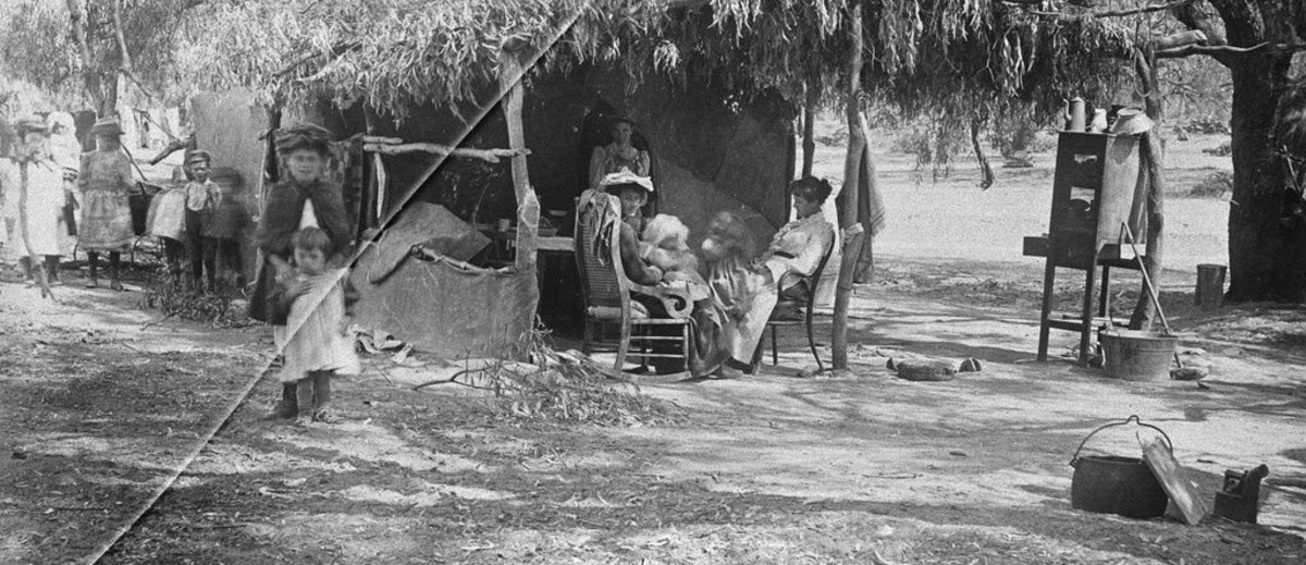 Image: Women and children resting by a temporary shelter