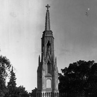 Image: The monument over the grave of Colonel William Light