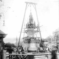 Erecting the new memorial statue of King Edward VII in Adelaide