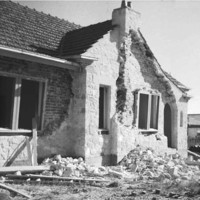 Image: Earthquake damaged house
