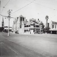 Image: Prominent traffic intersection with shops and cathedral