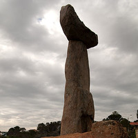 Tjilbruke sculpture at Kingston Park by John Dowie