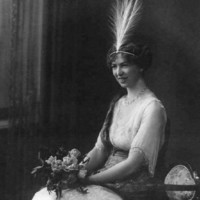 Jean, Lady Bonython, dressed for the Mayoral Ball, 1913 [Bonython family]