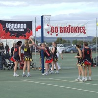 Image: Girls playing netball