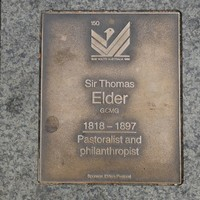 Plaque in wall with writing about Sir Thomas Elder