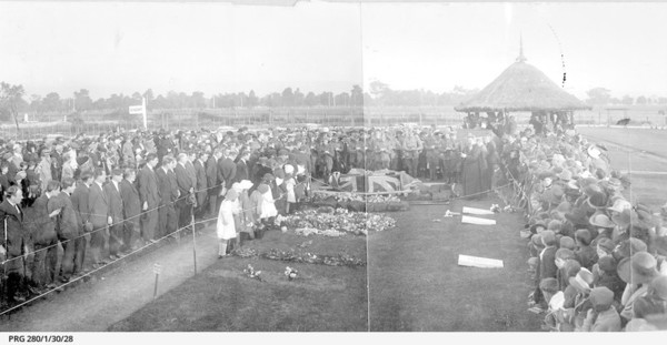 Image: crowd attending military funeral at West Terrace cemetery
