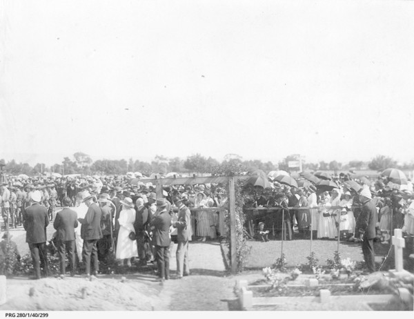 Image: view of crowd attending cemetery funeral ceremony