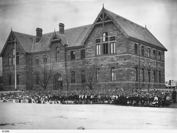 Image: Students and teachers standing in front of Sturt Street Model School in 1907
