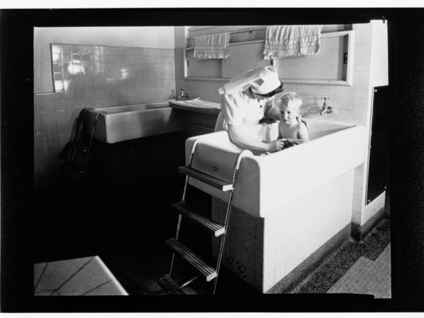 Image: Nurse bathing boy