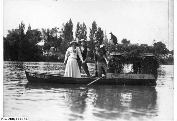 Image: People posing in a row boat