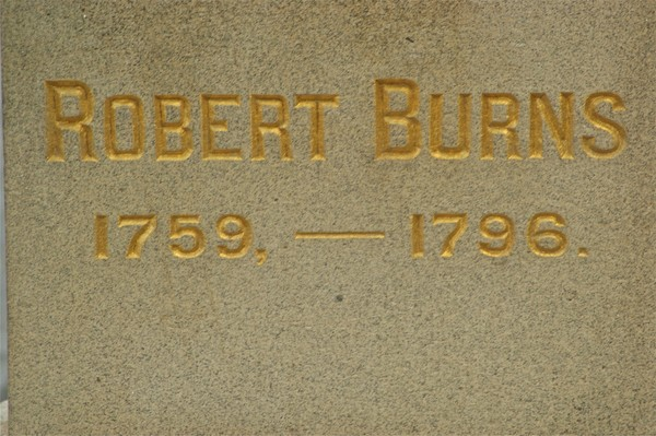 Text engraved in stone reading Robert Burns 1759-1796