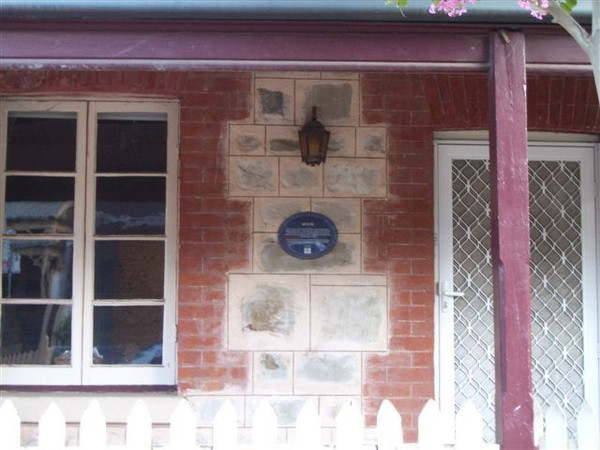 Image: Heritage Place plaque on a private dwelling