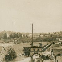 Image:  Black white photo of Yalumba buildings and vineyards in 1925