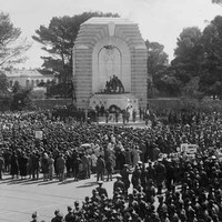 Image: monument with crowds of people
