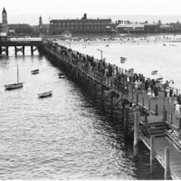 Image: crowds on jetty