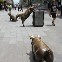 Bronze sculpture of pigs A Day Out in Rundle Mall, Adelaide